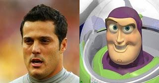 Ainda na seleção brasileira, não tem como dizer que o goleiro Julio César não poderia ser sósia do famoso Buzz Lightyear, personagem do filme Toy Story.