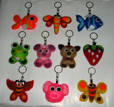 ... ) -gelang-kalung -dompet -gantungan kunci dari flanel berbagai warna