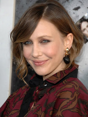 Vera Farmiga Gold Decorative Earrings
