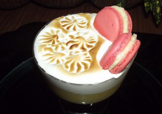 Copa de crema de limón, merengue y MACARONS