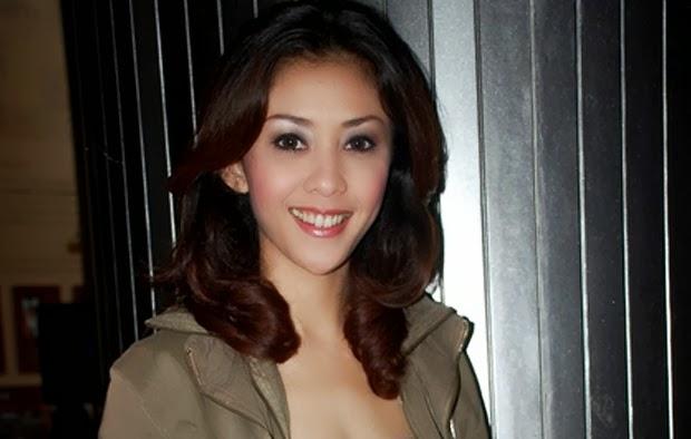 Egidia Savitri (lahir di Bandung, Indonesia, 16 Desember 1979  title=