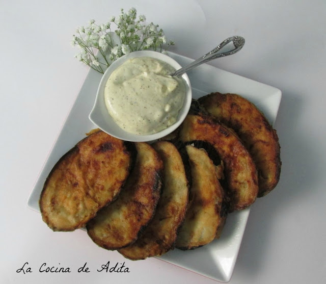 Berenjenas, crujientes, con salsa de queso idiazábal