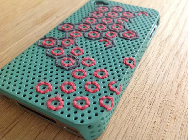 broderet iphonecover, beelike