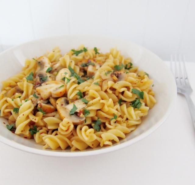 Pasta Aglio Olio e Funghi recipe | nomsieskitchen.com