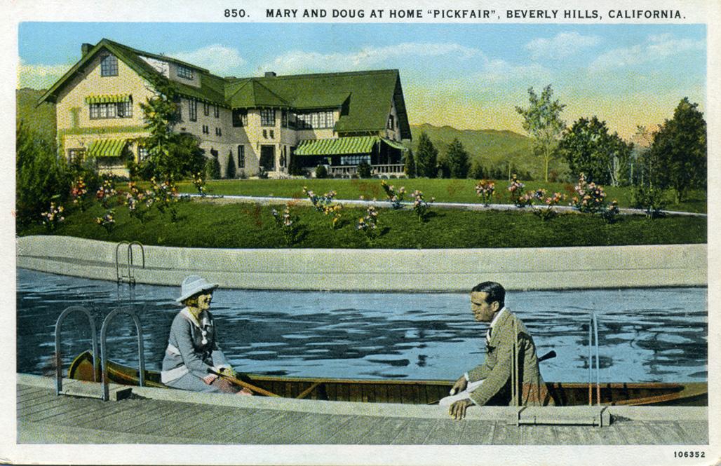 Mary_and_Doug_at_Home_Pickfair_Beverly_Hills_California_850.jpg