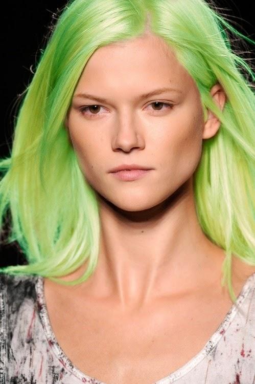 tendenza capelli verdi acconciature  mariafelicia magno fashion blogger mariafelicia magno colorblock by felym blog di moda blog di moda italiani blogger italiane fashion bloggers italy green hair