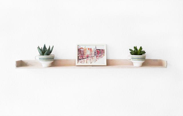 DIY: de bandeja a estante para cuadros