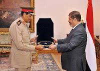 في أول ظهور له بعد إقالته: طنطاوي يتسلم أرفع وسام من مرسي