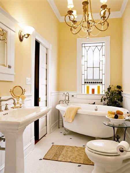 Baños Amarillos Pequenos:Cuarto de baño pequeño con paredes y accesorios en color vainilla y