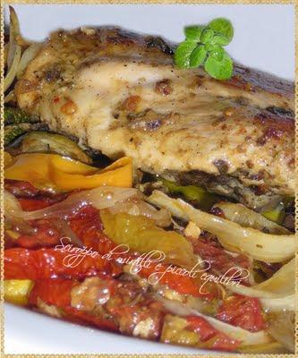 Pollo alle erbe accompagnato da verdure cotte al forno