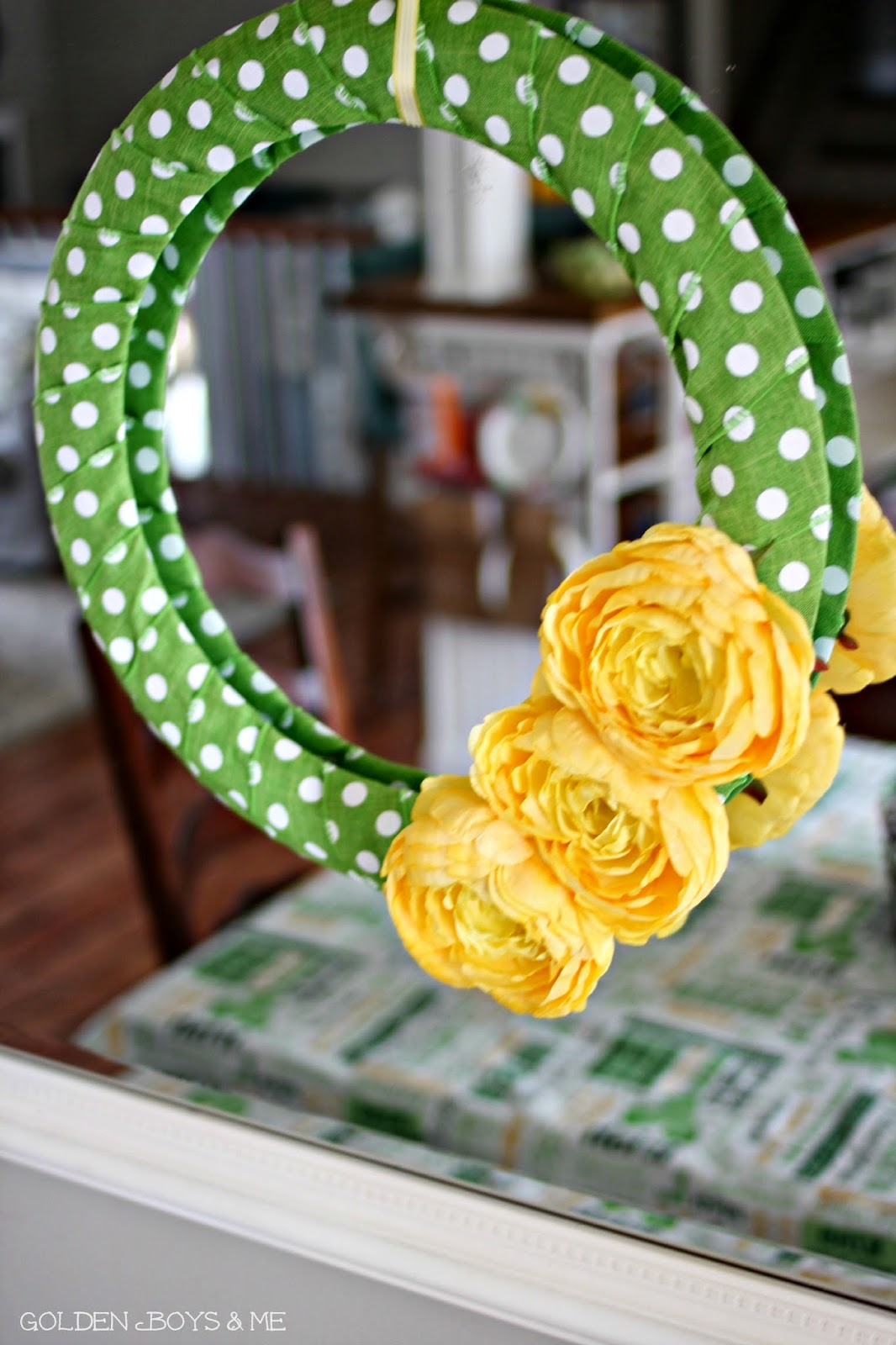 wire ribbon wreath, green and yellow-www.goldenboysandme.com