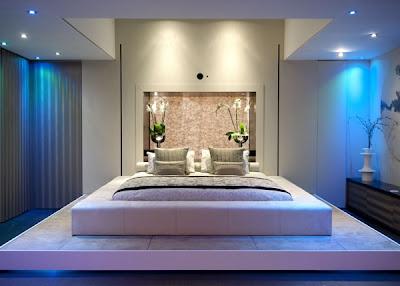 habitación con paredes elegantes