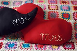 Almofadas Românticas Mr e Mrs by Ari Moraes