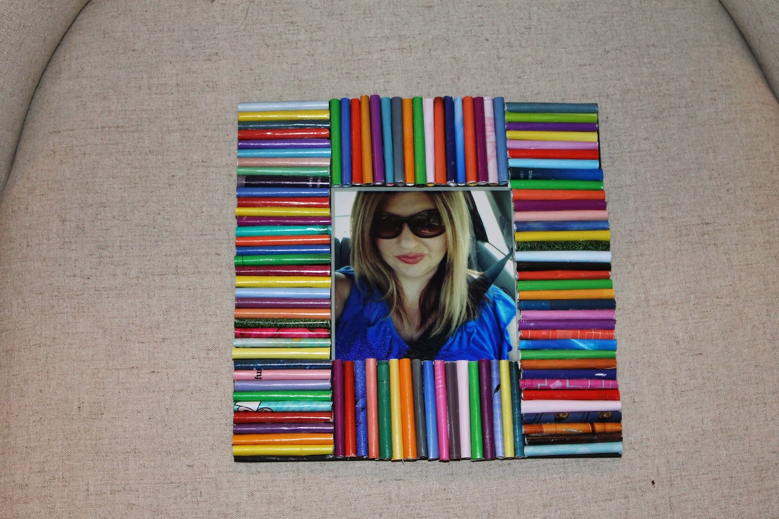 how to upcycle magazines, colorful picture frame, DIY picture frame