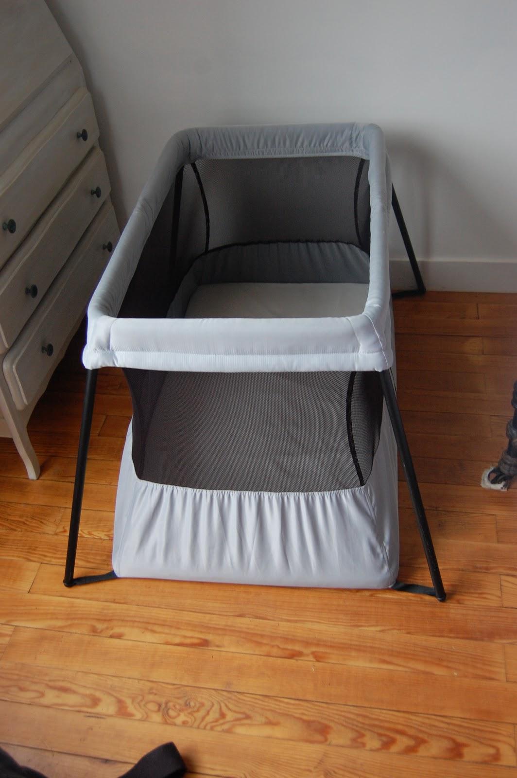 maman cube lit parapluie le lit de voyage light de babybj rn. Black Bedroom Furniture Sets. Home Design Ideas