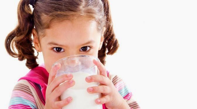 Atur Jadwal Minum Air Putih Bagi Anak