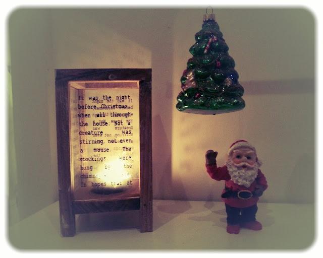 ljuslykta, julgransprydnad formad som en julgran och en liten vinkande prydnadstomte