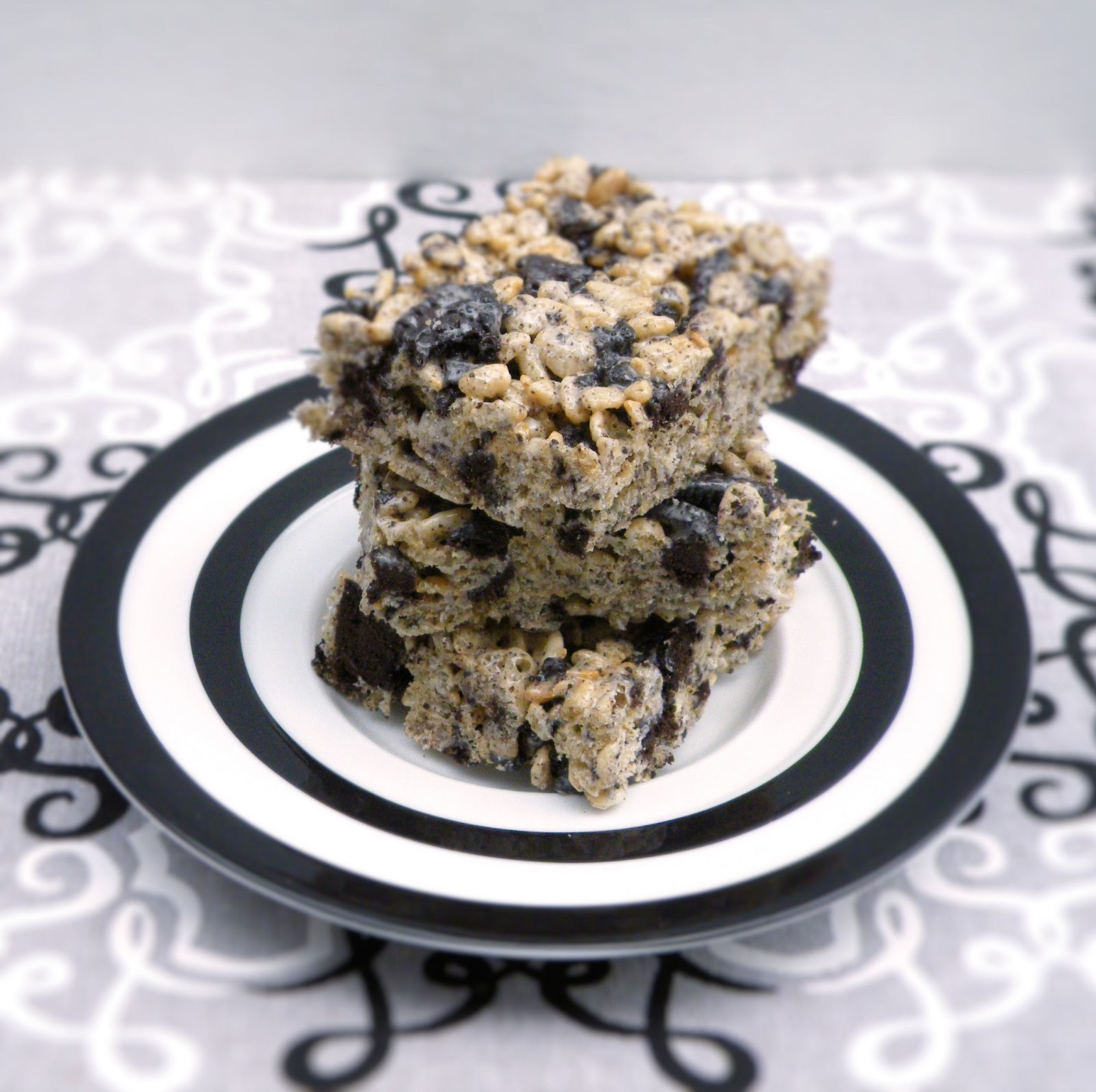 Vittles and Bits: Cookies & Cream Marshmallow Crispy Treats