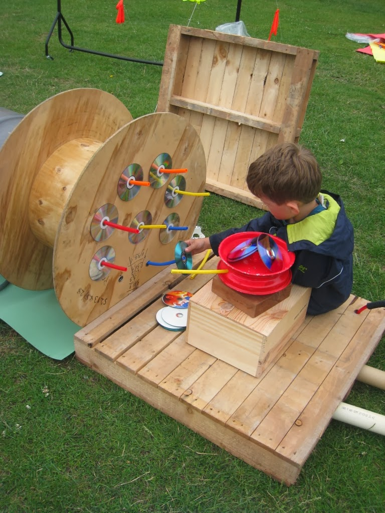 Let the children play 20 playful ideas for using pallets for Play yard plans