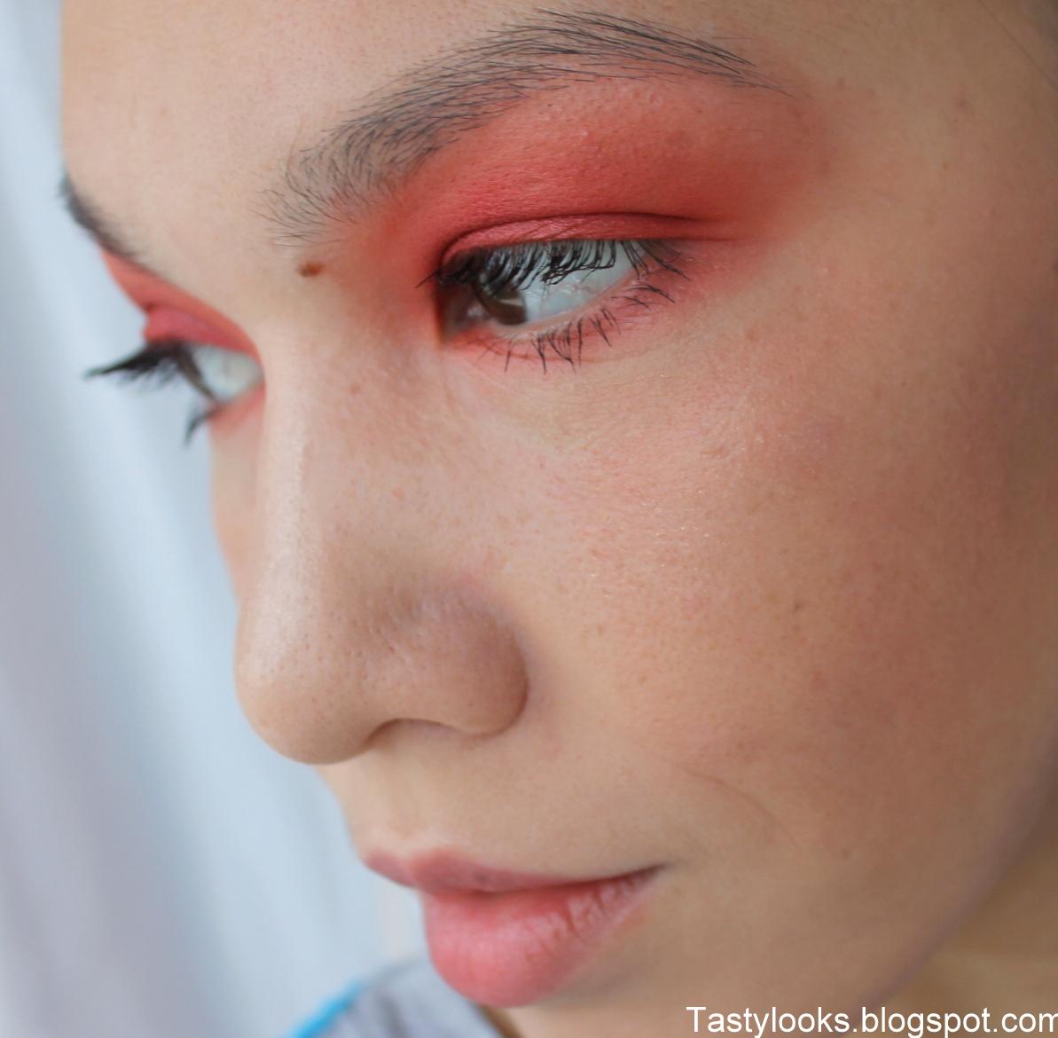 Скрыть синяки глазами помощью макияжа
