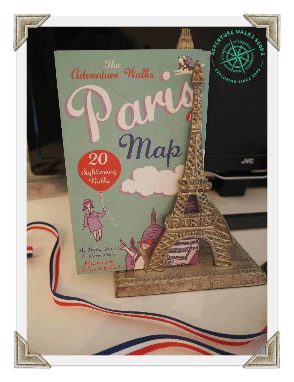 mamasVIB V. I. BUSY BEES: Paris Fashion Week kids fashion special & Adventure Walks giveaway, fashion week, fashion week special, partis fashion week, paw, kids fashion, sightseeing, things to do in paris, style, adventure maps, adventure books, adventure walks books, guidebooks for kids, maps, places to see in [pasris with children, stripes, macs, boden, marsk and spender, alex and alexa, kids style, bloger, guidebook, paris, paris clothes, kids, children's fashion, fashion week busy bees, paris guide