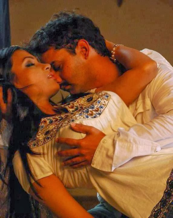 Indian actress kiss photos