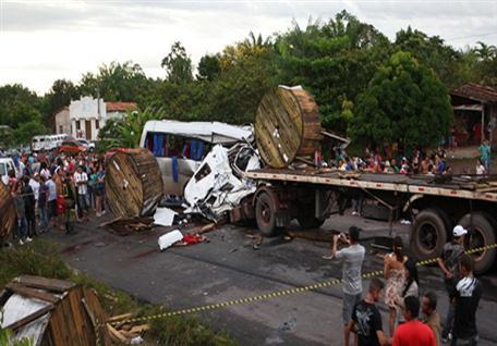 http://1.bp.blogspot.com/-EIw9rQLke6o/T5mbN9DZcfI/AAAAAAAATAc/XL2JA8qG2Po/s1600/acidente-alca-viaria.jpg