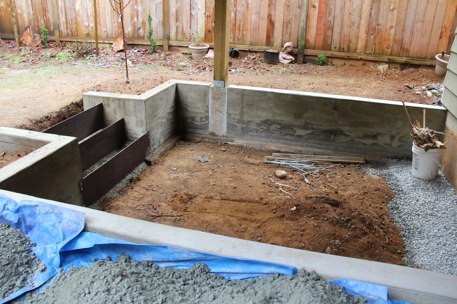 Dirt Digging Sisters Diy Concrete Retaining Wall And Patio