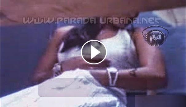 CURIOSIDADES - Chica fue grabada Masturbandose dentro de una cabina en un Centro de Internet