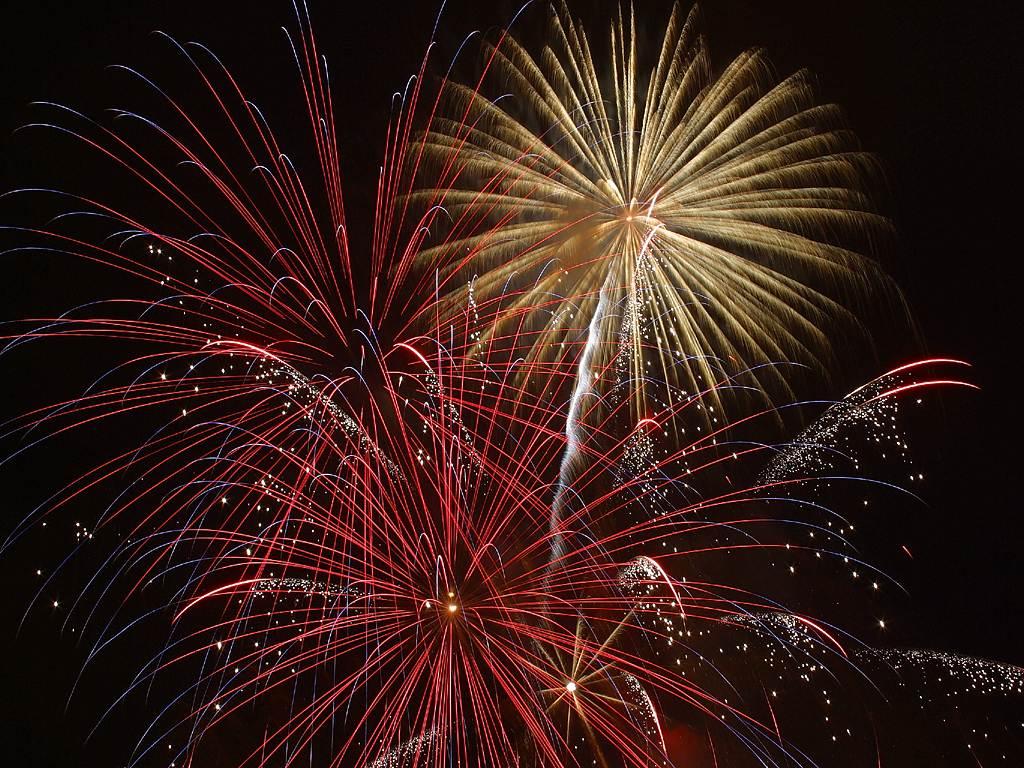 http://1.bp.blogspot.com/-EJJ1Vc1YNZo/ThEnYKLd_-I/AAAAAAAAA7o/dUWsg_uq4o8/s1600/fireworks_2_bg_070402.jpg