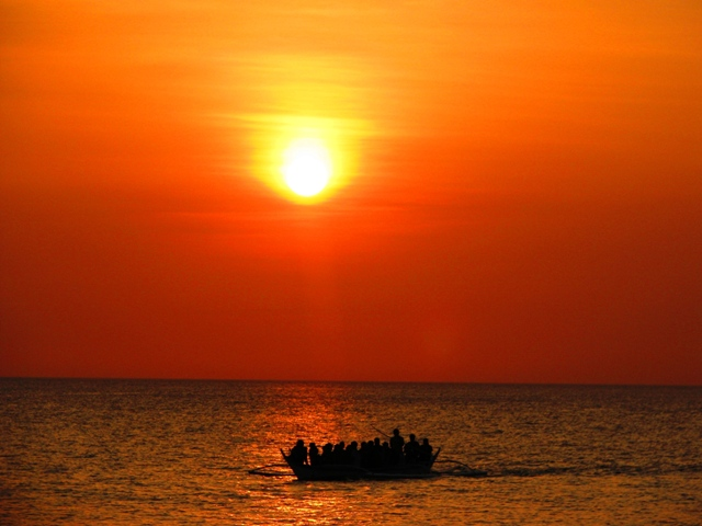 isla verde batangas, verde island batangas, how to go to isla verde, isla verde, sunset at isla verde, isla verd shoreline, verde island sunset