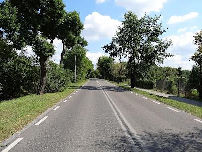Droga przez las do Fortu Bema.