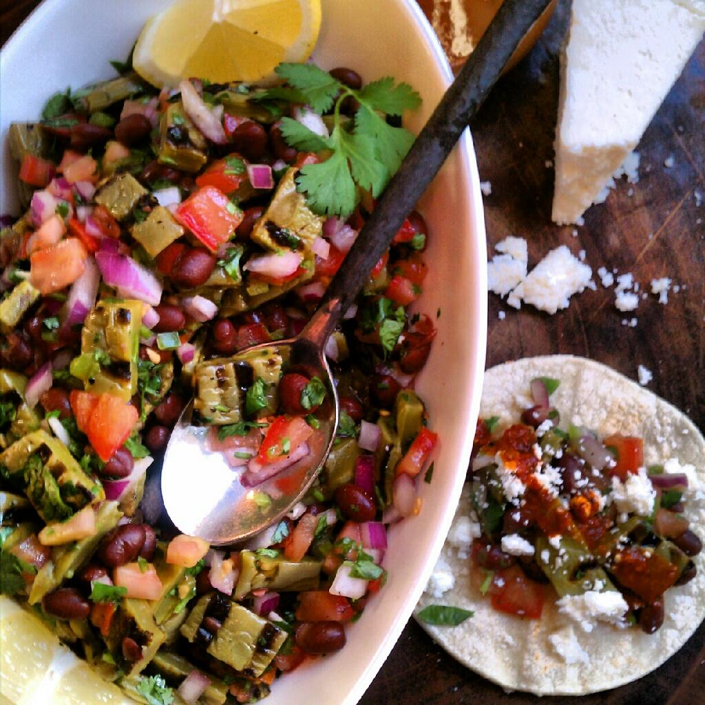 ... : La Dama Cooks... Ensalada de Nopales Asados (Grilled Cactus Salad
