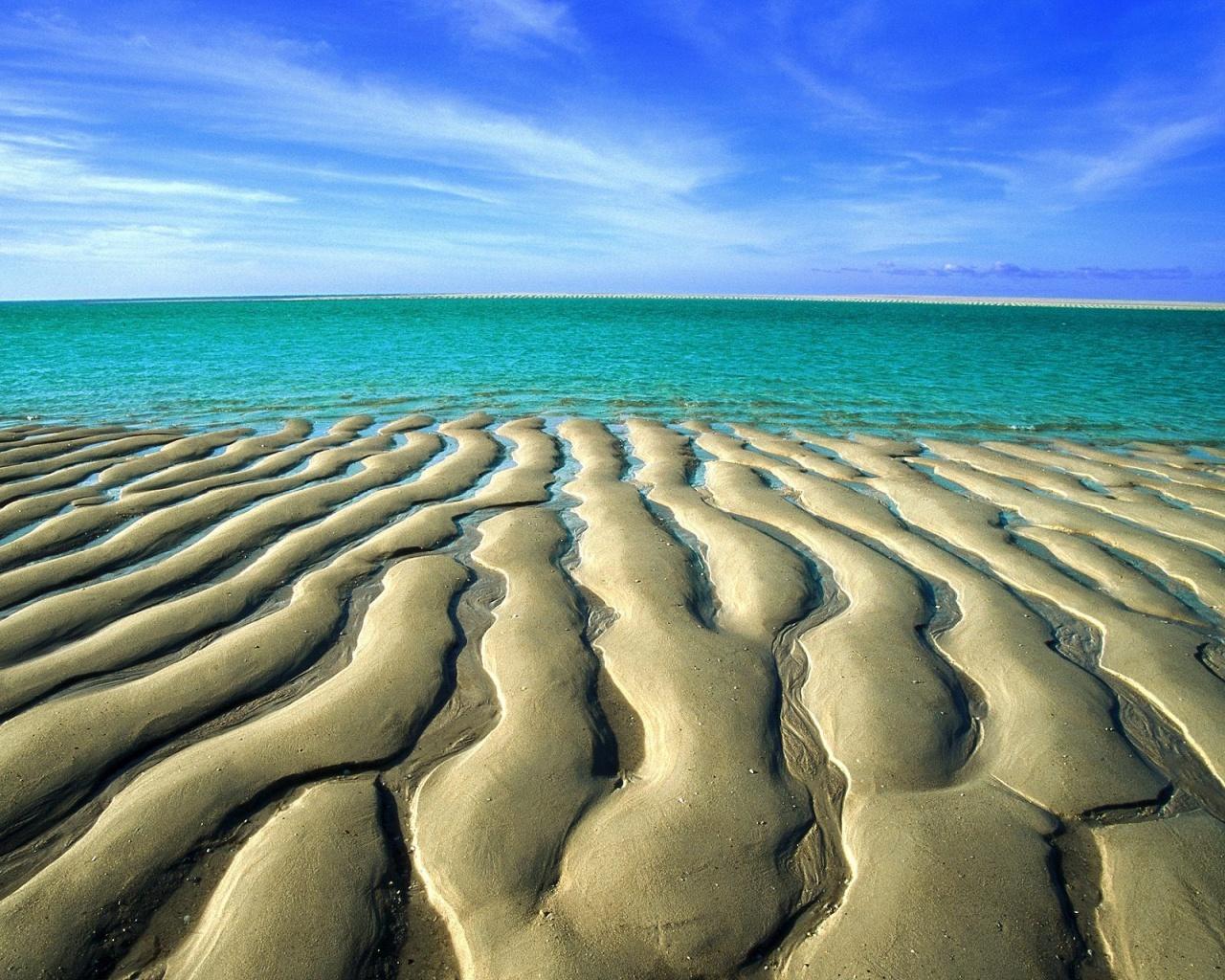http://1.bp.blogspot.com/-EJU24y5l89o/TsS_Rro8pEI/AAAAAAAAAg8/qwk5J3TMhJQ/s1600/sand-ripples-wallpapers_1280x1024.jpg
