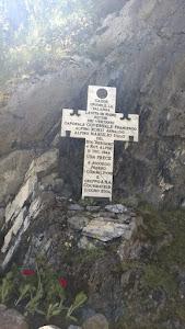 La croce slla  strada della Val Venis, subito dopo il Santuario di N.D. de Guerison