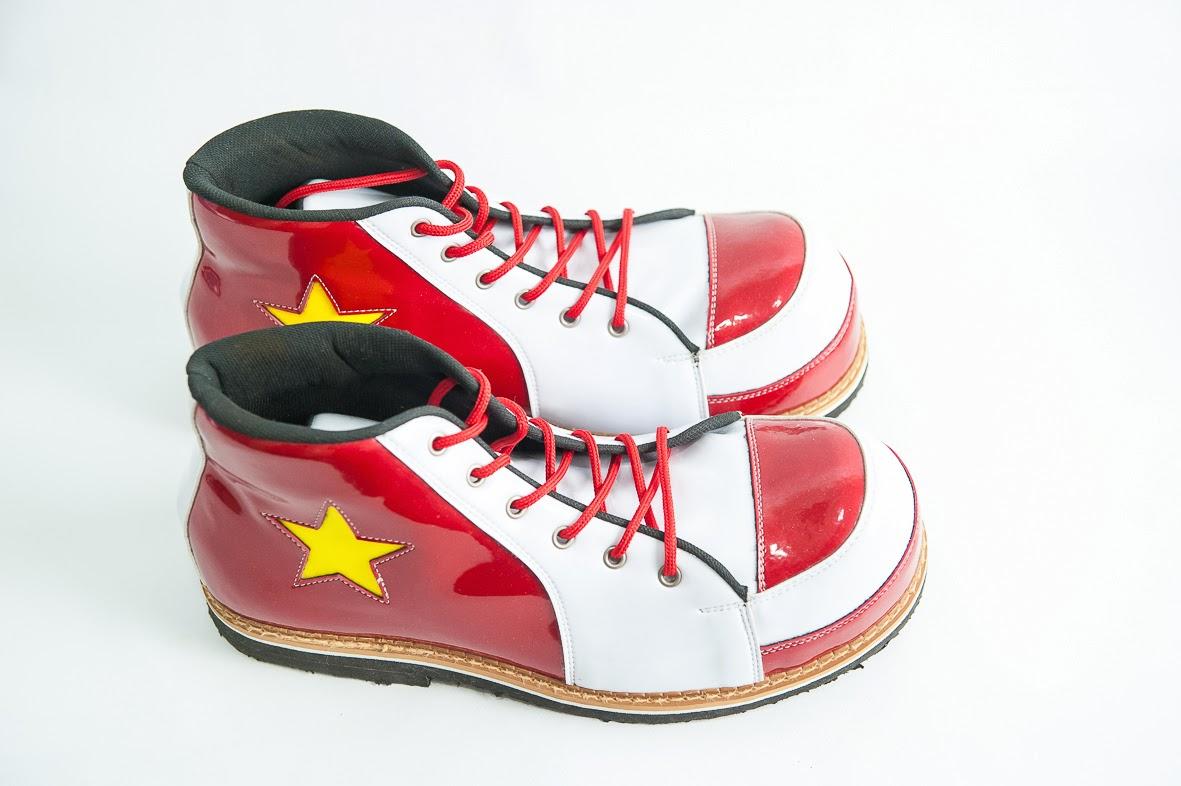 Sapatos em couro sintetiico