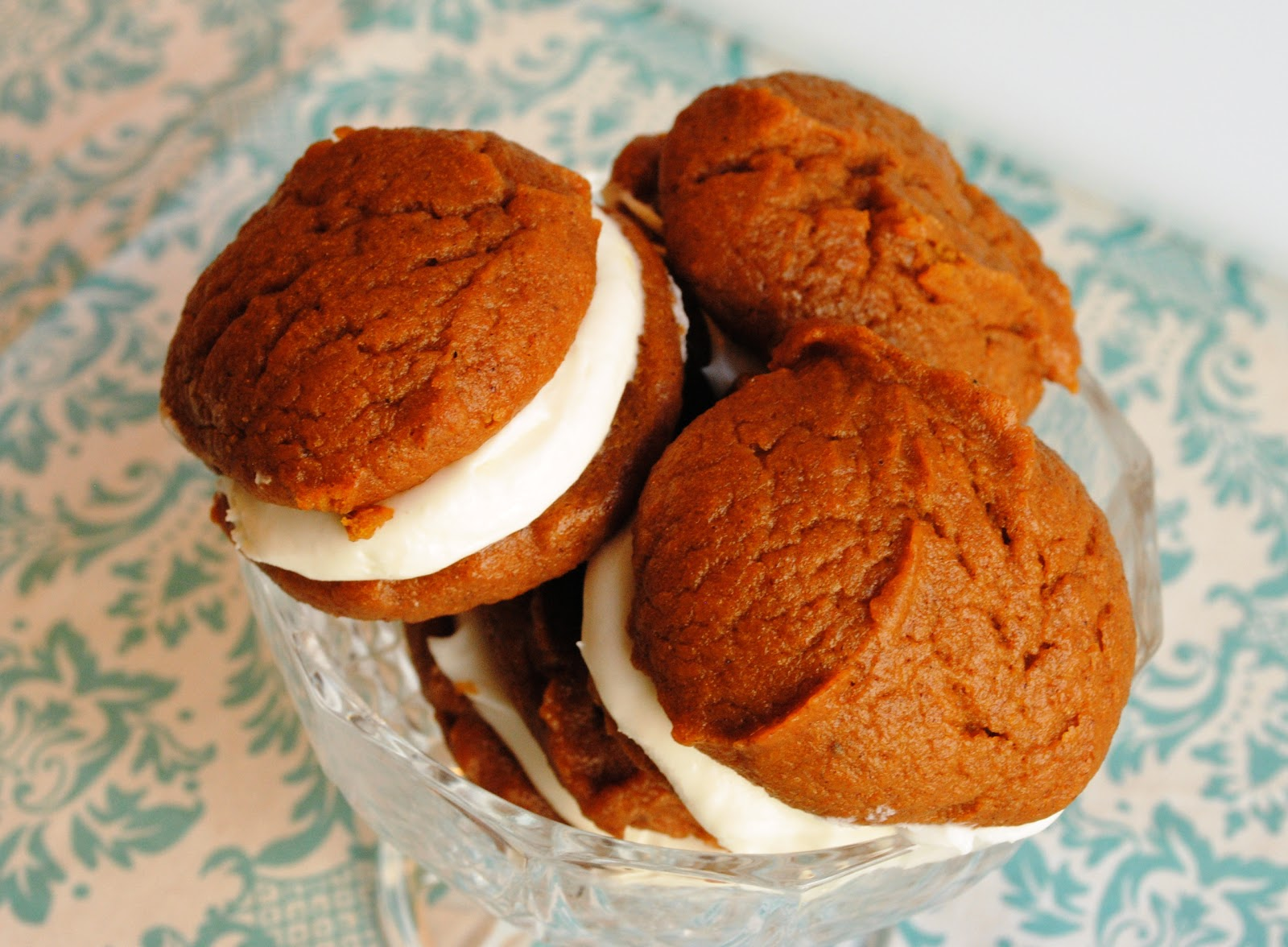 This recipe makes enough Pumpkin Whoopie Pies to feed an army, so take ...