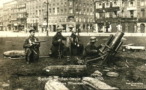 Pasukan Freikorps mengepung Alexanderplatz