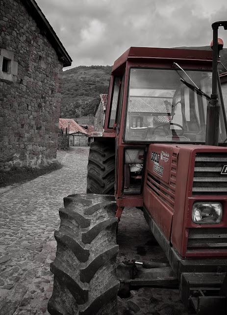 tractor carmona cantabria agricultura