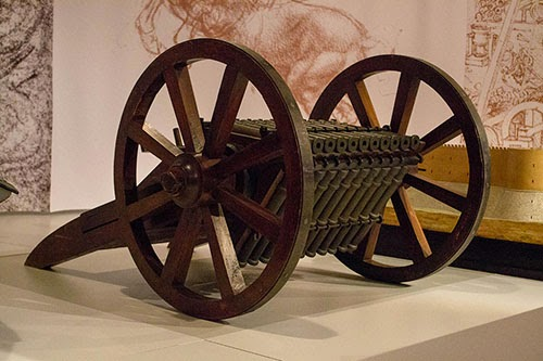 Metralhadora projetada por Leonardo da Vinci