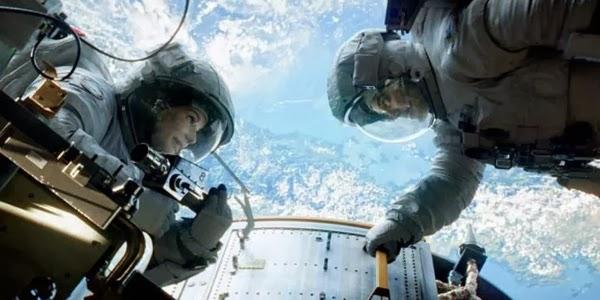 Gravity (2013) - Sandra Bullock, George Clooney