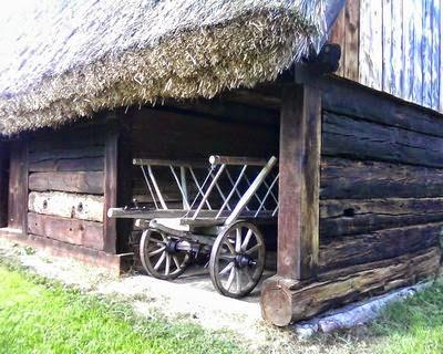wóz drabiniasty w stodole
