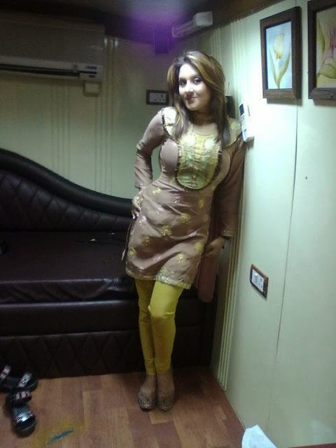 Hot Desi Beautiful Pakistani girls