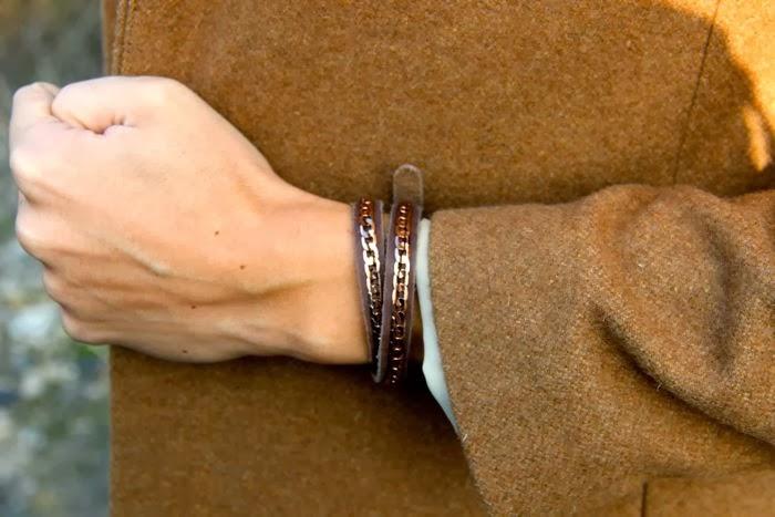 pulsera cuero cadena dorada