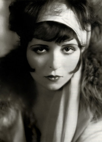 maquillaje años 20 caracteristicas