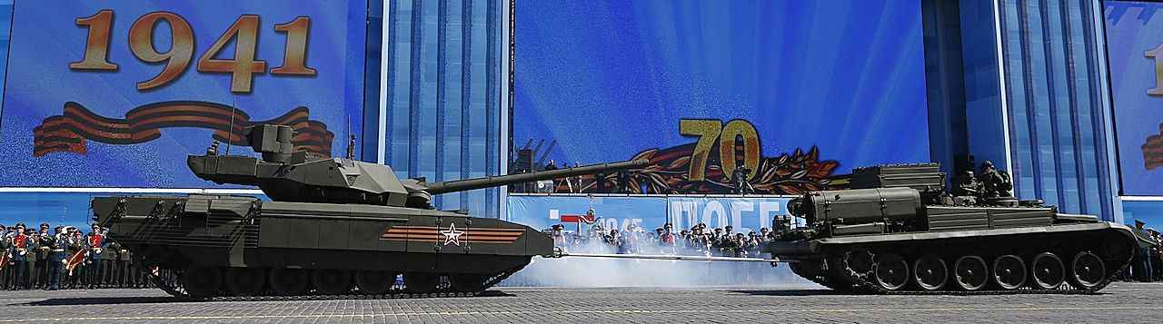 A joia tecnológica, o tanque Armata T-14, pifou e não saía do lugar