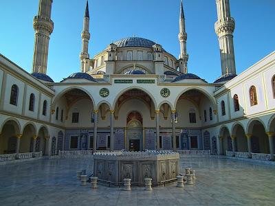 kemegahan-masjid-nizamiye-afrika-selatan-tampak-dari-dalam-darussalam-oku-selatan
