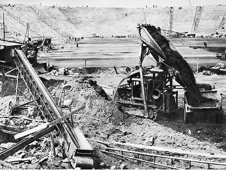 Budowa Stadionu X-lecia - fot. Zbyszko Siemaszko