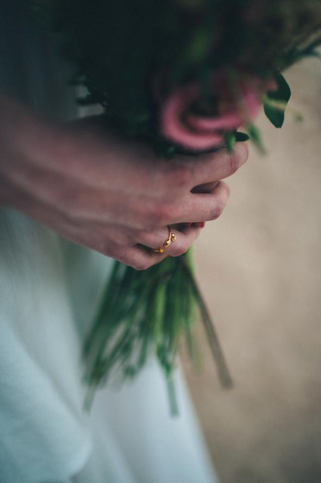 foto pelayo lacazette + vestido bebas closet + flores elena suarez + joyas pdpaola + sandalias mint and rose + makeup sarah miller + estilismo weddcam + localizaci+¦n fuente del be