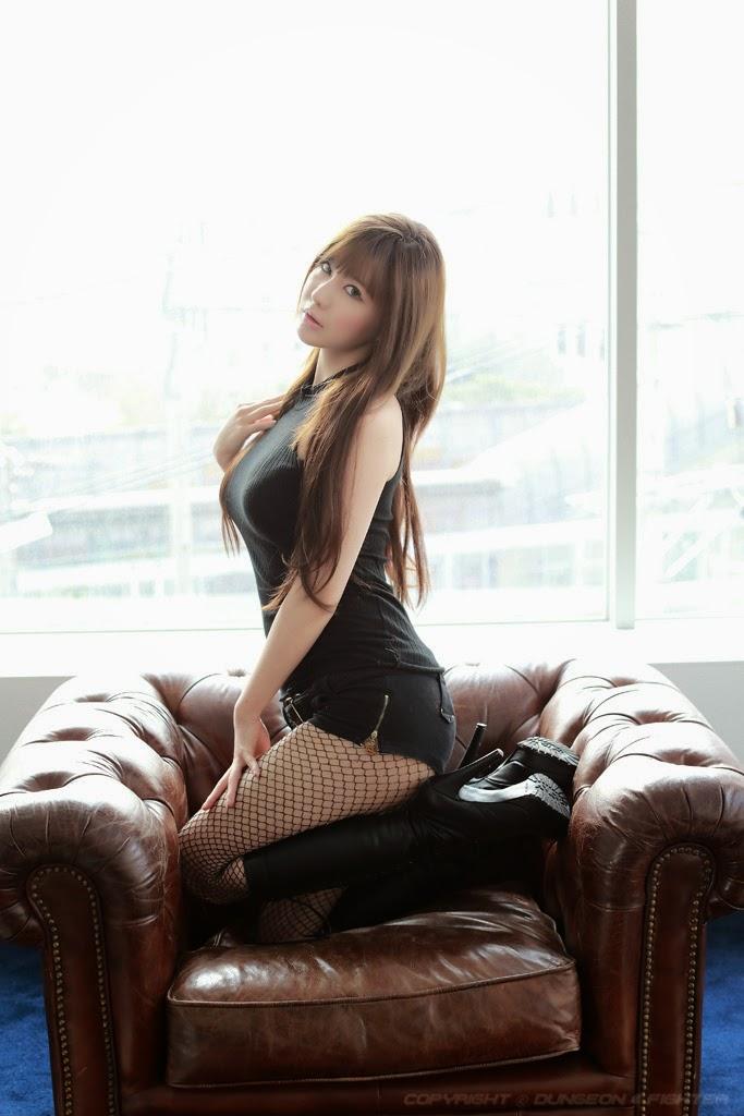 Ryu Ji Hye Sexy in Black